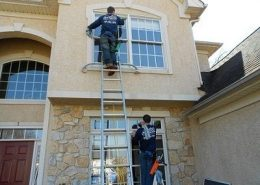 window cleaning crew in spring magnolia woodlands texas